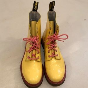 Dr Martens Pascal Acid Yellow/Pink Patent Lamper